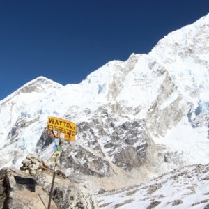 Way to Everest sign